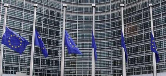 Drapeau-europeen-berne-commission-europeenne-croissance-604-564x261