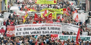 People attend the traditional MayDay demonstration, 01 May 2007 in the southern French city of Marseille. A few days before the final round of the French presidential elections, some 250 marches are planned in the country today, with main union leaders demonstrating separately.  AFP PHOTO BORIS HORVAT